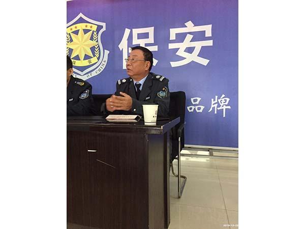 班队长代表程龙东在大会上发言
